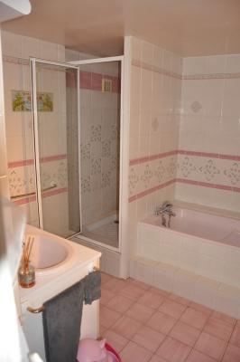 remplacement d 39 une baignoire par une douche avec pompe de relevage et transformation d 39 une. Black Bedroom Furniture Sets. Home Design Ideas